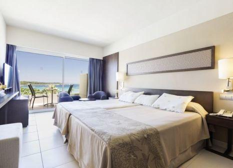 Hotelzimmer mit Mountainbike im Hipotels Mediterráneo