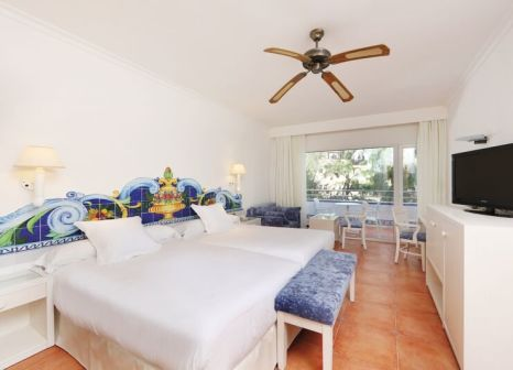 Hotelzimmer mit Volleyball im Iberostar Costa del Sol