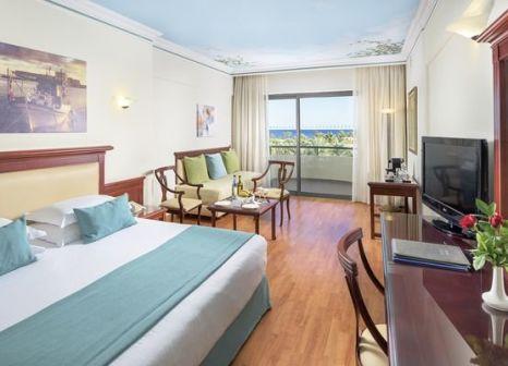 Hotelzimmer mit Mountainbike im Atrium Palace Thalasso Spa Resort & Villas