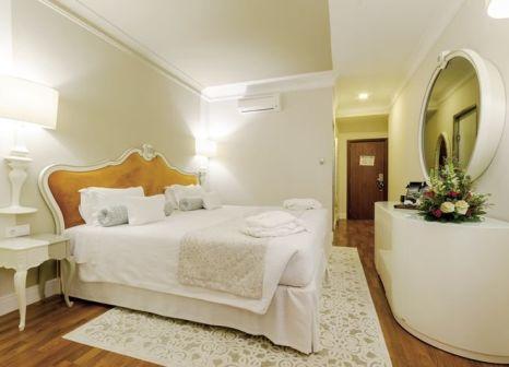 Hotelzimmer mit Mountainbike im Hotel Borges Chiado