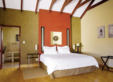 Hotelzimmer mit Hochstuhl im Mimosa Lodge