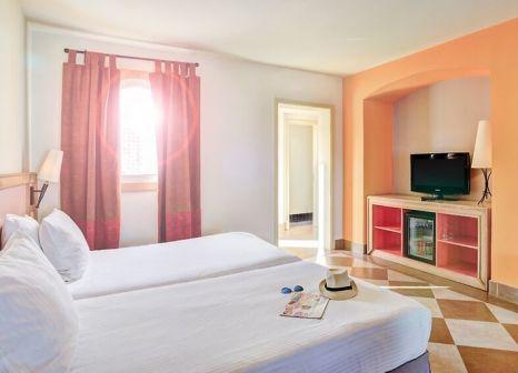 Hotelzimmer mit Volleyball im Novotel Sharm el Sheikh Palm
