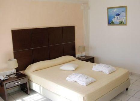 Hotelzimmer mit Hochstuhl im Antinea Suites & Spa Hotel
