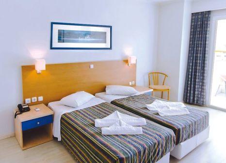 Hotelzimmer mit Mountainbike im Kosta Palace