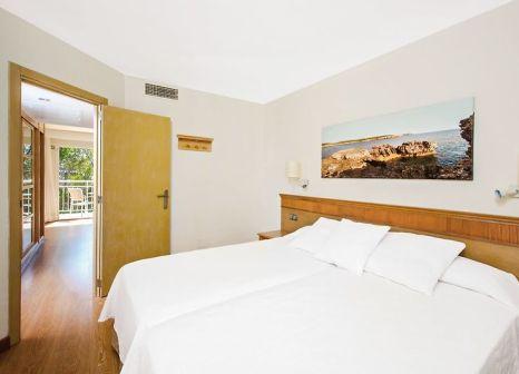 Hotelzimmer mit Yoga im Iberostar Club Cala Barca
