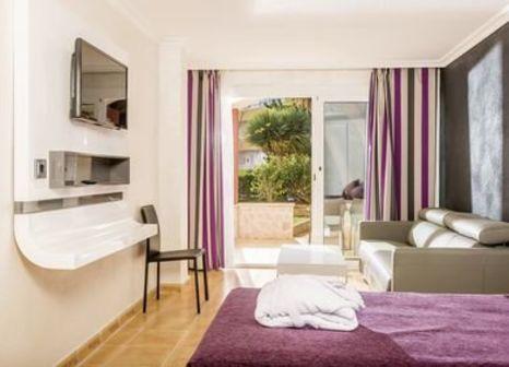 Hotelzimmer mit Minigolf im Sallés Hotel Marina Portals