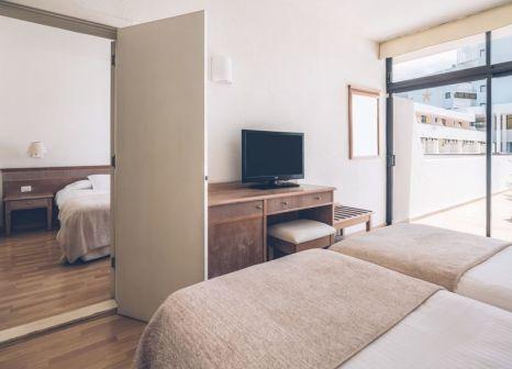 Hotelzimmer mit Volleyball im Iberostar Las Dalias