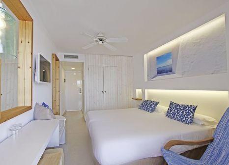 Hotelzimmer mit Volleyball im Portinatx Beach Club Hotel