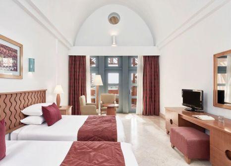 Hotelzimmer mit Volleyball im Steigenberger Golf Resort