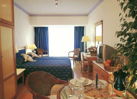 Hotelzimmer mit Tischtennis im Paphos Gardens Holiday Resort