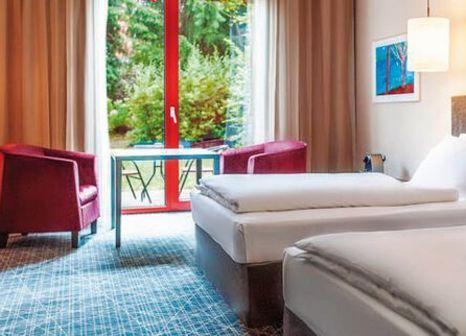 Hotelzimmer mit Volleyball im NH Prague