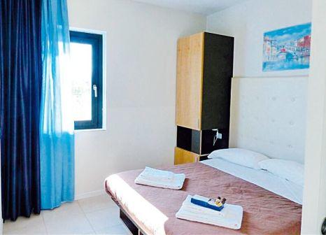 Hotelzimmer mit Mountainbike im Belvedere Village