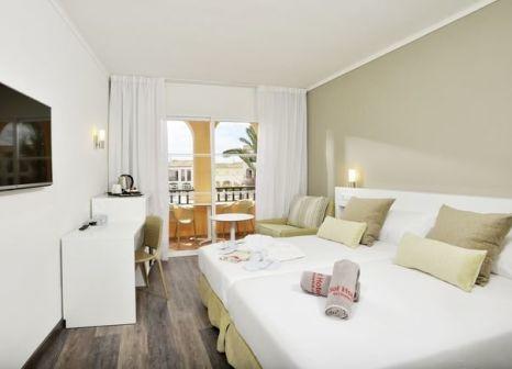 Hotelzimmer mit Mountainbike im Sol Falcó All Inclusive