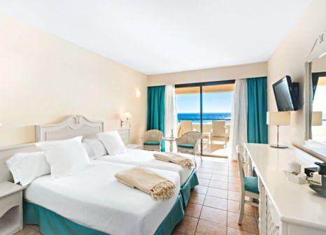 Hotelzimmer mit Volleyball im Iberostar Playa Gaviotas