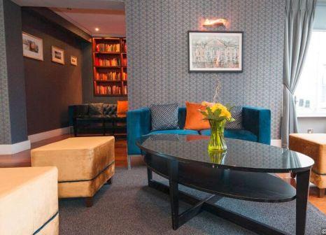 Hotelzimmer mit Hochstuhl im Sandymount