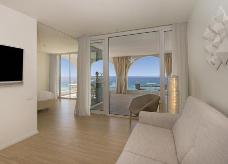 Hotelzimmer mit Yoga im Iberostar Grand Salomé