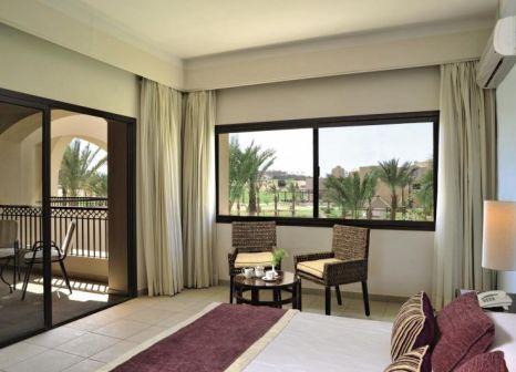 Hotelzimmer mit Volleyball im Jaz Makadi Saraya Palms