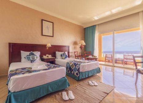 Hotelzimmer mit Volleyball im Malikia Resort Abu Dabbab