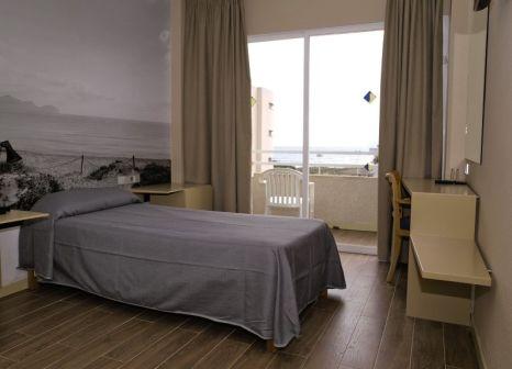 Hotelzimmer mit Volleyball im Aparthotel Eix Platja Daurada