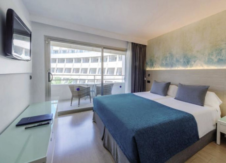 Hotelzimmer mit Mountainbike im Aparthotel Fontanellas Playa