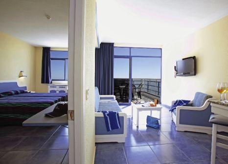 Hotelzimmer mit Volleyball im Servatur Puerto Azul