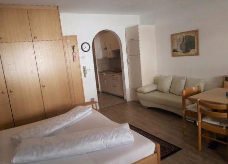 Hotelzimmer mit Tischtennis im Alpina Mountain Resort