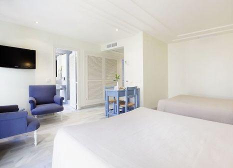 Hotelzimmer mit Mountainbike im Hotel Playa de la Luz