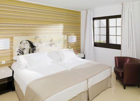 Hotelzimmer mit Mountainbike im H10 Sentido White Suites