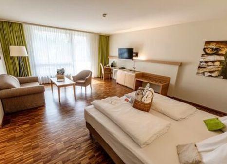 Hotelzimmer mit Minigolf im Lambrechterhof Das Naturparkhotel