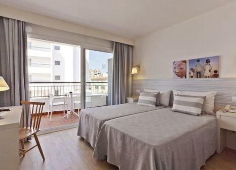 Hotelzimmer mit Mountainbike im ALEGRIA Pineda Splash