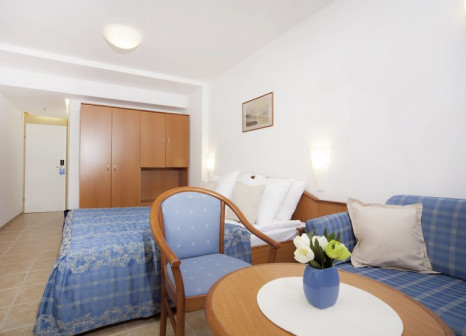Hotelzimmer mit Mountainbike im Bluesun Hotel Marina