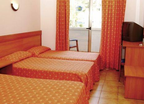 Hotelzimmer mit Tischtennis im Santa Susanna Resort