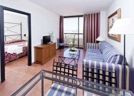 Hotelzimmer mit Mountainbike im ESTIVAL Islantilla