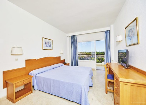 Hotelzimmer mit Mountainbike im Hotel Cala Ferrera