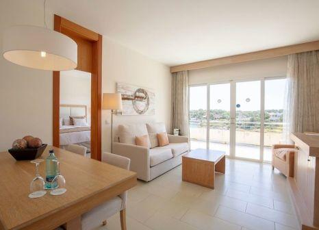Hotelzimmer mit Volleyball im Blau Portopetro Beach Resort & Spa