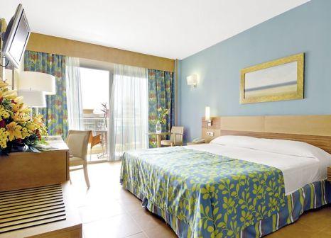 Hotelzimmer mit Volleyball im Elba Carlota Beach and Convention Resort
