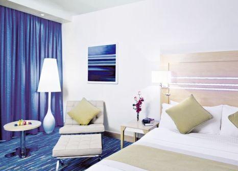 Hotelzimmer mit Tischtennis im Radisson Blu Hotel Muscat