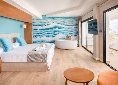 Hotelzimmer mit Mountainbike im Hotel Costa Calero Talaso & Spa