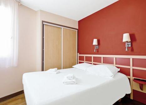 Hotelzimmer mit Volleyball im Pierre & Vacances Holiday Village Cap Esterel