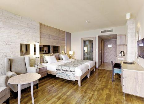 Hotelzimmer mit Mountainbike im Melas Resort Hotel