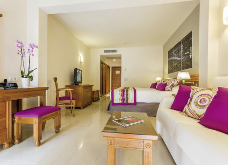 Hotelzimmer mit Mountainbike im Grand Palladium Palace Ibiza Resort & Spa