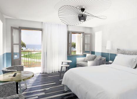 Hotelzimmer mit Volleyball im Kalimera Kriti Hotel & Village Resort