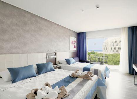 Hotelzimmer mit Volleyball im Gold Island Hotel