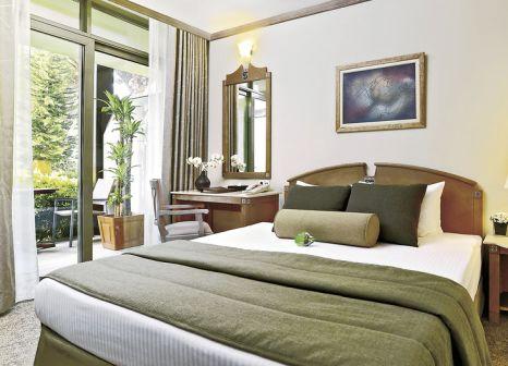 Hotelzimmer mit Yoga im Gloria Verde Resort