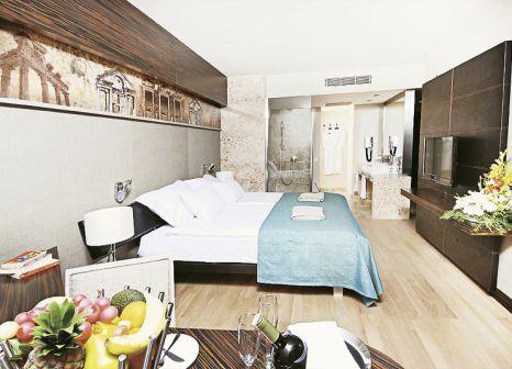 Hotelzimmer mit Yoga im Commodore Elite Suites & Spa
