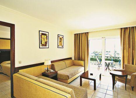 Hotelzimmer mit Volleyball im Atlantica Porto Bello Royal