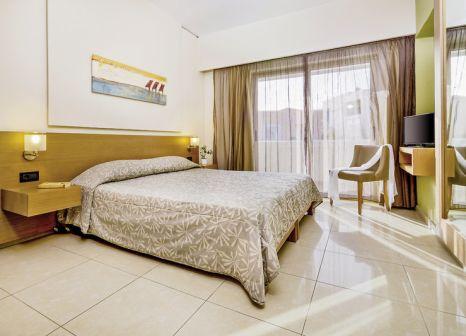Hotelzimmer mit Tischtennis im Atlantica Amalthia Beach Hotel