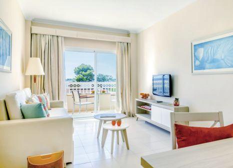 Hotelzimmer mit Volleyball im VIVA Blue & Spa