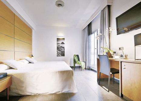 Hotelzimmer mit Yoga im Palladium Hotel Cala Llonga