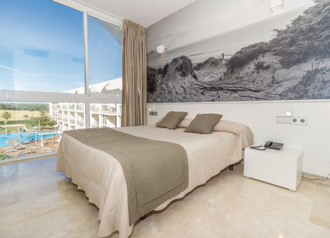 Hotelzimmer mit Volleyball im Eix Alzinar Mar Suites Hotel